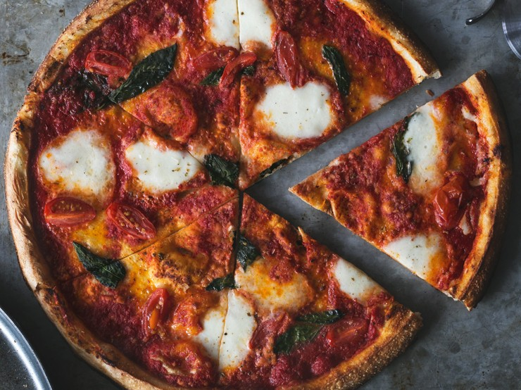 Brick-oven pizza margherita
